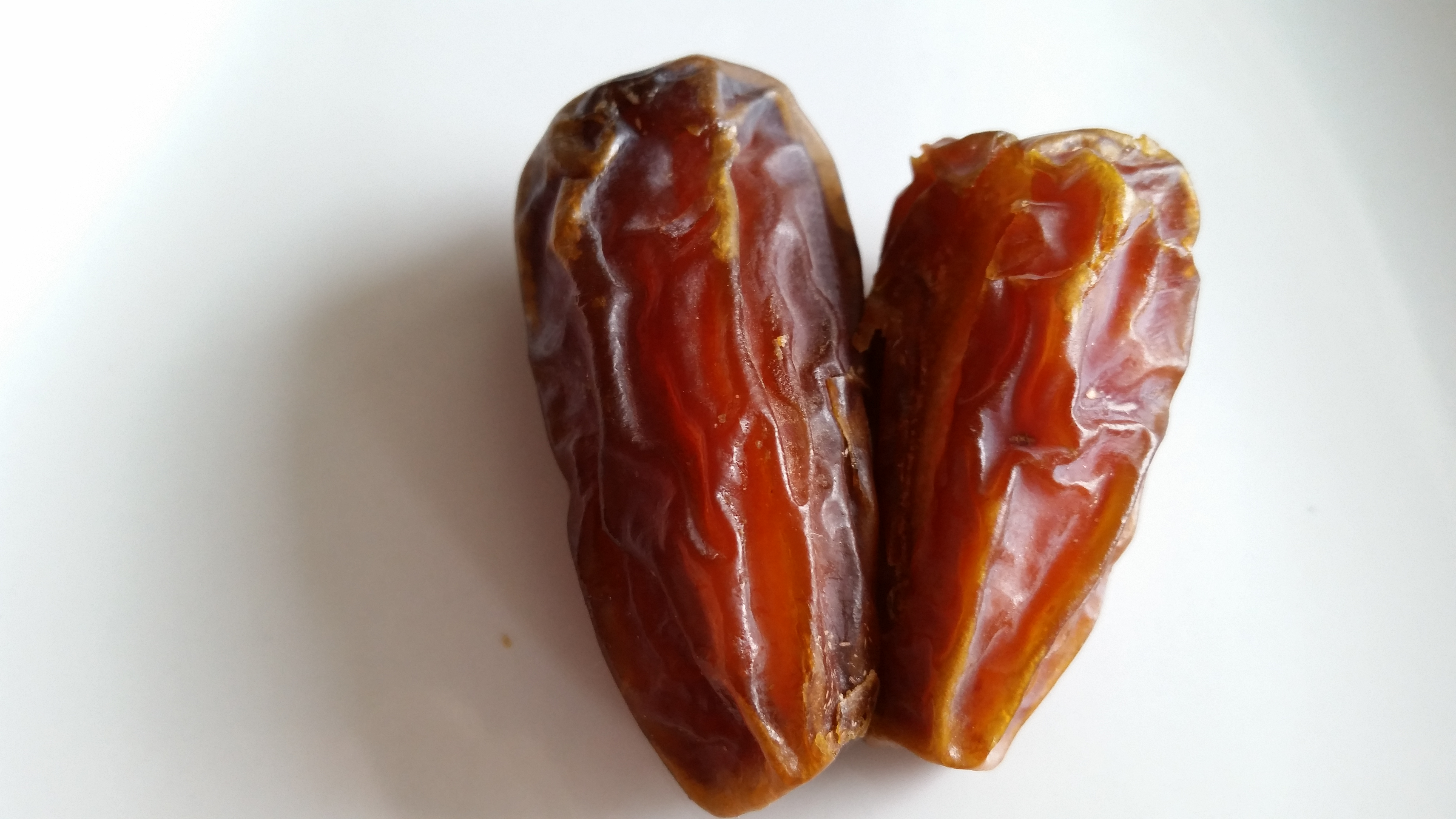 dates fruit sukekr